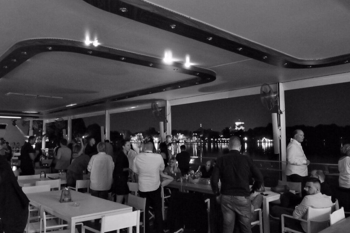 night club yacht bucharest tavane extensibile mate